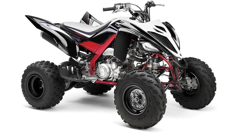 2015-Yamaha-YFM700R-Special-Edition-EU-Black-Fury-Studio-001.jpg